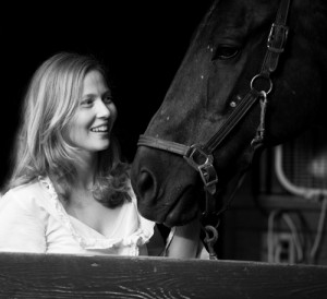 Nelina Loiselle w horse sm54420